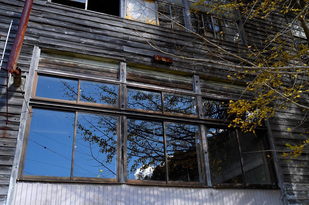 1階の窓ガラスのほうが残ってる