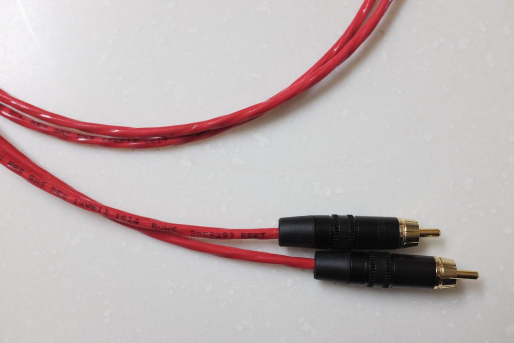 ケーブルそのものよりも、両端のコネクターの方が高い